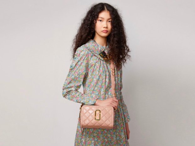 MARC JACOBS SOFTSHOT COLLECTION. LA BORSA ICONA CHE STA BENE CON TUTTO